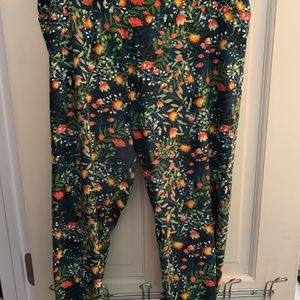 Floral tc leggings lularoe.